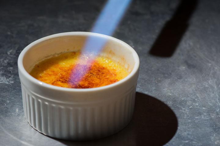 Egg gel: creme brulee