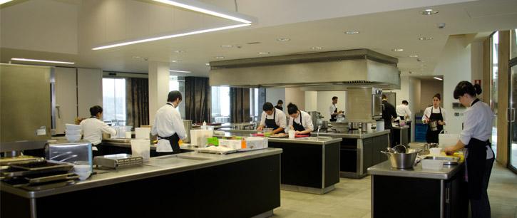 eneko-atxa-azurmendi-kitchen