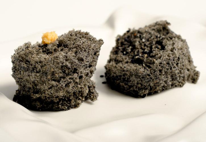 Sesame Microwave  Sponge Cake -1