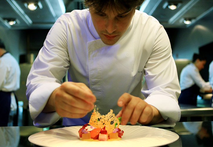 Chef Jordi Cruz plating