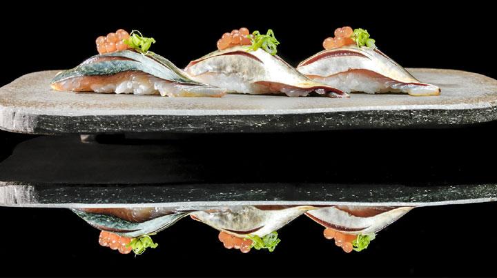 Niguiri with vinegar shallots caviar