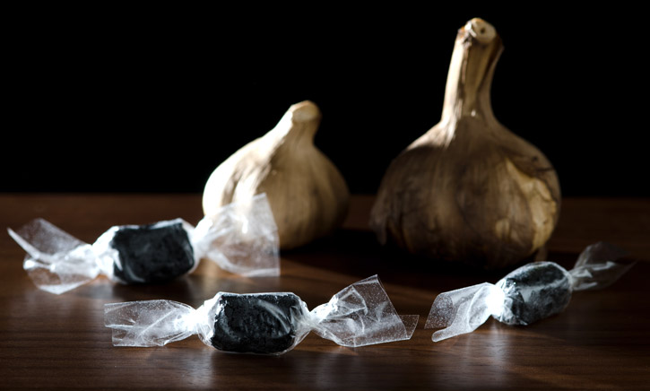 Black Garlic Caramel with Edible Wrapper-3